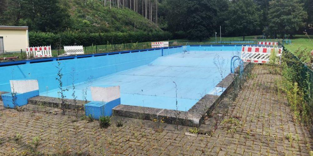 Schwimmbecken leer